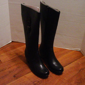 Clarks Women's size 6.5 M tall black leather boots